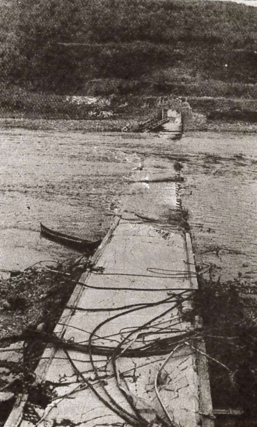 Tana bru etter at tyskerne sprengte den. Sett fra vestsiden.
